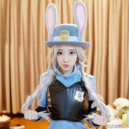 LOL女主播冯提莫晒出兔警官Cos美照