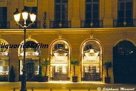 旺多姆广场 上的珠宝店和香榭丽舍大街上的LV