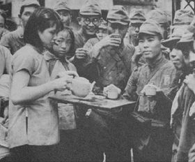 侵华日军摆拍失败的穿帮 亲善 照片