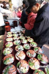 北京洋庙会小吃一条街人头攒动