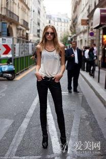 灰色吊带背心X高腰短裙