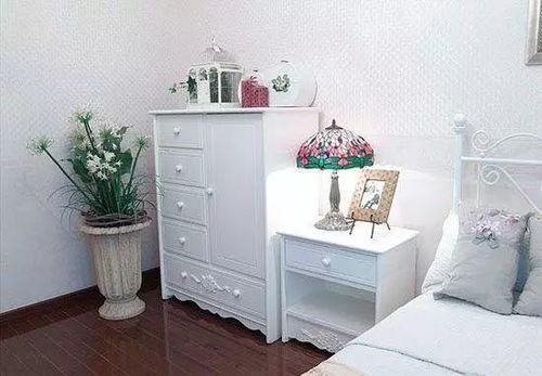 床头柜可以放在客厅吗(床头柜摆放风水用注意哪些禁忌)