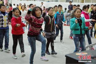 组图 湖北小学课间操改跳广场舞 学生舞技飙升