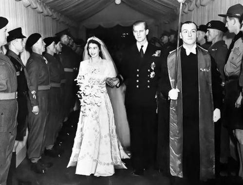 1947年11月20日,菲利普亲王和伊丽莎白公主在威斯敏斯特大教堂结婚。