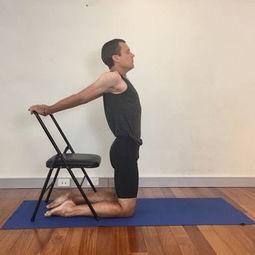 肩膀跪在凳子上的瑜伽
