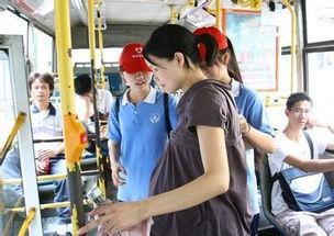 八个多月孕妇坐公交车没人让座,让人泪流满面的恰恰是司机的做法