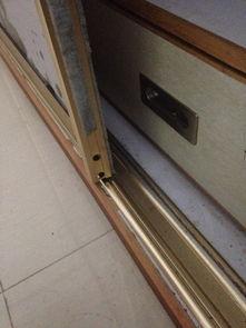 衣柜门调节螺丝怎么说