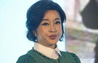 刘晓庆现身活动不仅脸部浮肿,还满脸皱纹,不老神话要破功了