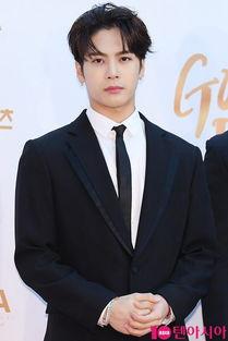 GOT7防弹少年团EXO Super Junior现身金唱片大赏红毯 王嘉尔边伯贤金泰亨利特彰显绅士魅力