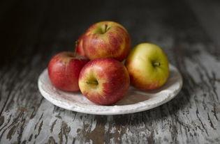 梦见已故的人吃苹果