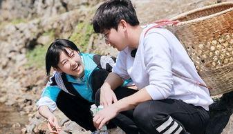 向往的生活首期合照,张婧仪和张子枫坐一起,谁留意彭昱畅