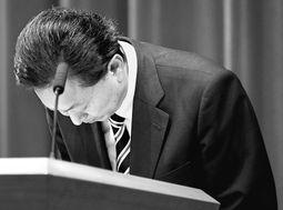 日本执政联盟宣告瓦解鸠山首相宝座恐难保