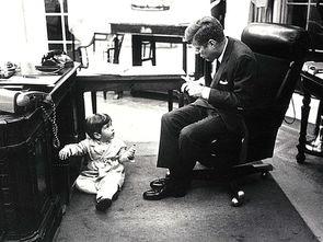 而作为约翰·肯尼迪儿子的小肯尼迪,却在人生刚刚步入政治明星殿...
