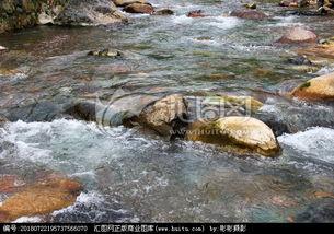形容清澈的小溪的唯美的句子