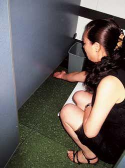 厦大女厕所惊现偷拍门 50多张偷拍照片遭曝光