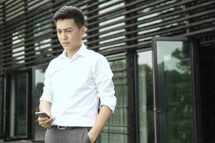 靳东低调赴香港陪产 老婆要生二胎