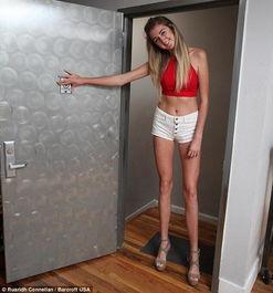 美国20岁女生腿长1.25米 刷新最长腿纪录