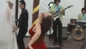 绝对是故意的 醉酒女疑似前女友婚礼大跳艳舞爆笑收场