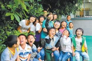 张桂梅和儿童之家的孩子们
