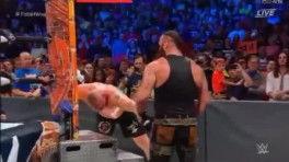 WWE猛兽布洛克与黑山羊布朗针锋相对, 直接打的他站不起来