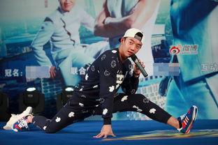郑恺邓超《奔跑吧兄弟》第二季下周五回归,昨日跑男现身广州,陈赫鞠躬致歉: