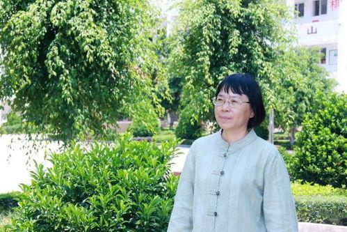 全国妇联授予张桂梅全国三八红旗手标兵称号
