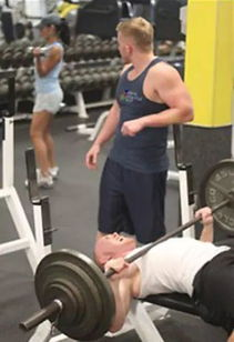 健身房里男的太多