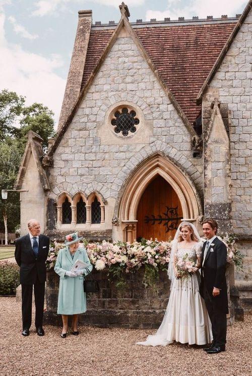 菲利普亲王、伊丽莎白二世、碧翠丝公主和莫齐。/