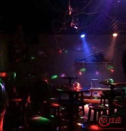 高校校内开酒吧现场照曝光 原来是音乐水吧