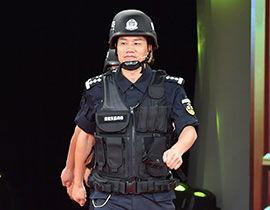 图为2017公安楷模缉毒警李浏华.