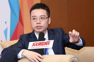 张华大学毕业后在一家投资银行找到一份股票经纪人的工作,他的底薪是每年十万,第一年底薪将在工作满一年?