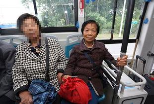 牛海燕是淮安公交五分公司游8路驾驶员,因为性格憨厚朴实又爱笑,所以公司里的同事都叫他大牛.