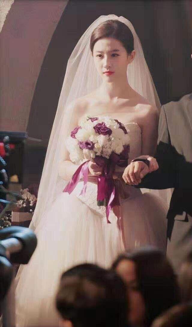 刘亦菲婚纱造型.