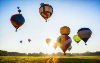 天空中的热气球图片