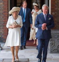 7月9日,英国伦敦,皇室家庭参加小王子洗礼仪式。(