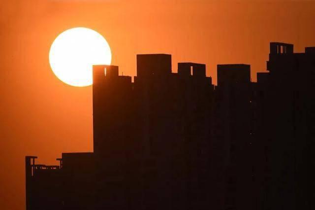 刚刚上海紧急加码限售部分新房满5年才可转让深圳杭州也已出手