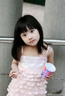 6岁萌神 真人小萝莉粉嫩靓照30张