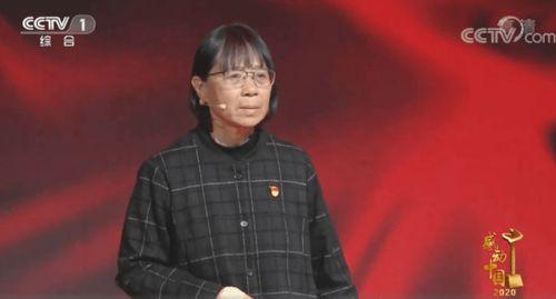 """责:感动中国2020给张桂梅的颁奖词:""""烂漫的山花中,我们发现你。"""