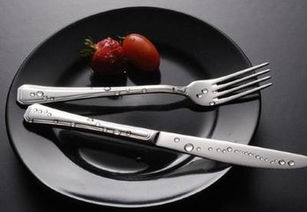 西餐刀叉拿法(西餐刀具的正确拿法)
