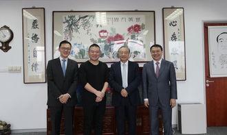 岳成律师(右二)、岳云鹏(左二)、岳运生主任(右一)、岳屾山律师(左一)合影