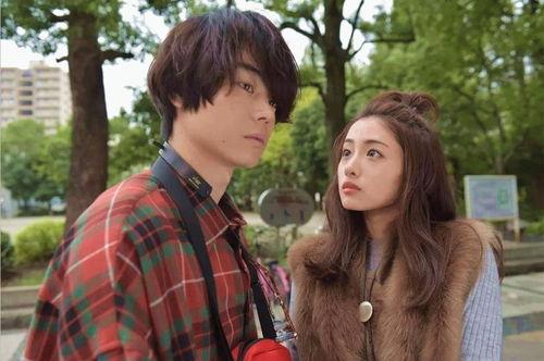 在去年大火的日剧《校对女孩河野悦子》中搭档石原里美出演男一,刚出场的他