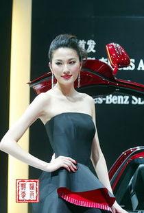 实拍2010北京车展奔驰展台名模戴小奕