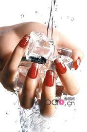 指甲油真的都会让指甲发黄 最佳护甲法则大公开,让你卸掉指甲油一样拥有干净 美甲