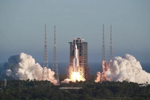 5月5日,长征五号b运载火箭从文昌航天发射场升空.