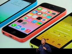 中国兰州网9月12日消息自推出这种改变技术和文化的装置以来,苹果公司首次推出两款截然不同的iphone机型,一款较为便宜,彩色塑料外壳,另一款致力于成为智能手机的黄金标准,具有更快的处理器、更精巧的镜头和指纹扫描仪来加强安全。