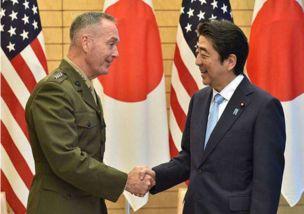 18日,美军参谋长联席会议主席邓福德会见日本首相安倍晋三