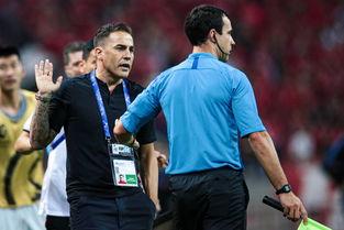 恒大客场输浦和2个球,球迷没有耐心了,直接喊卡纳瓦罗下课吧