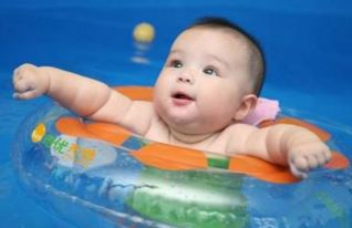 婴儿游泳多久一次合适 婴儿游泳一周几次最好