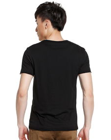 黑色t恤纯图片