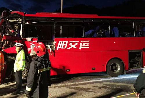 西汉高速发生交通事故36死13伤